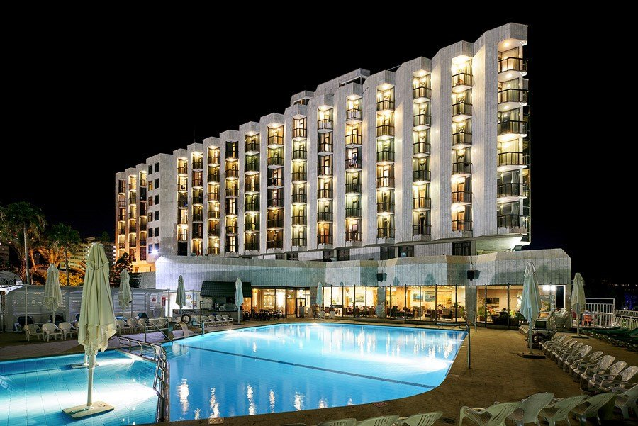 Caesar Tiberias Hotel - pool at night