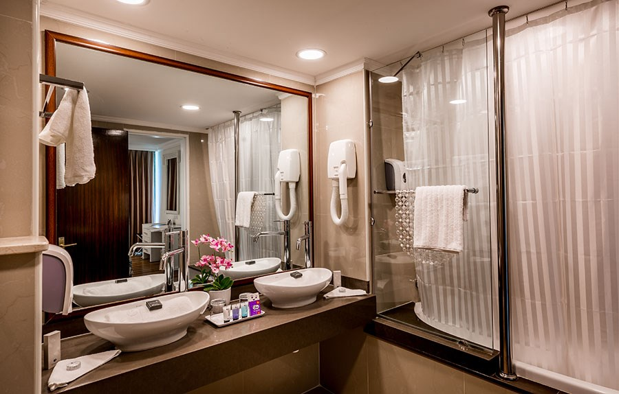 Double Suite - bathroom